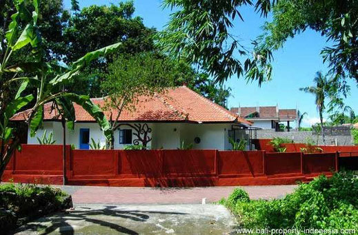 Canggu houses, land and villas for sale. 2 bedroom small villa for sale.