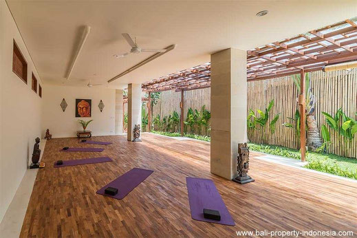 Pererenan hotel with yoga facilities nearby the beach for sale.