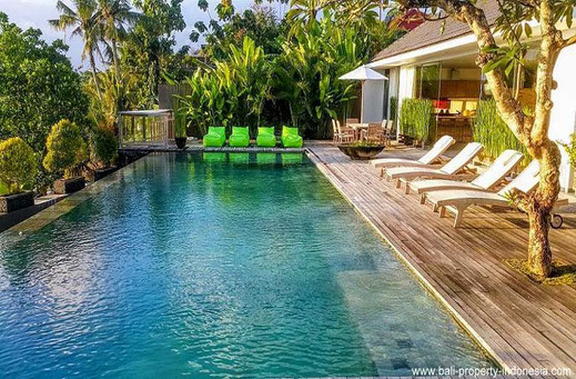 This luxurious 3 bedroom is located in Babakan, a village just North of Batu Bolong and Echobeach.
