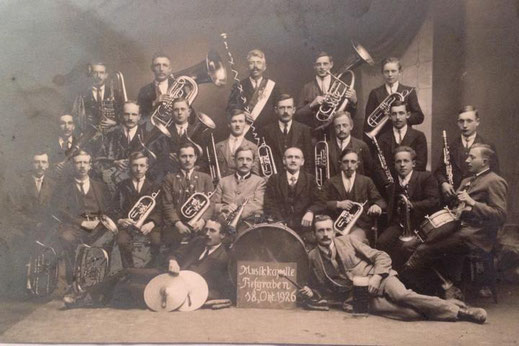 Die Musikkapelle Tiefgraben im Gründungsjahr am 18. Oktober 1926.