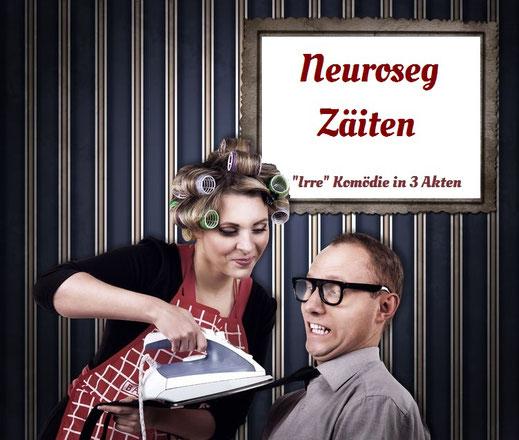 Frau bügelt Mann seine Krawatte, obwohl dieser sie schon anhat. Dazu der Titel: Neuroseg Zäiten