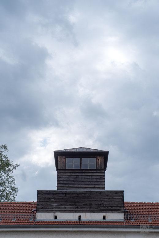 La torretta posta alla sommità dell'edificio di ingresso al campo di Dachau