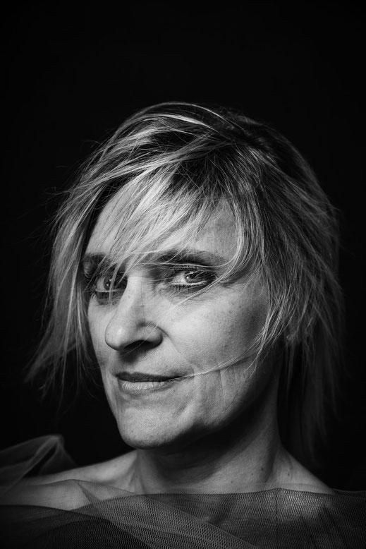 Ritratto-donna-bianco-e-nero-fine-art-Torino-fotografo-professionista