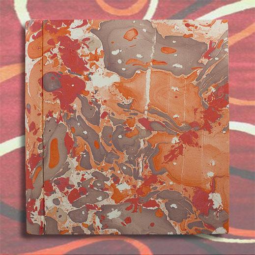 Album foto Filomena in carta marmorizzata arancio, corallo e marrone. fomato standard