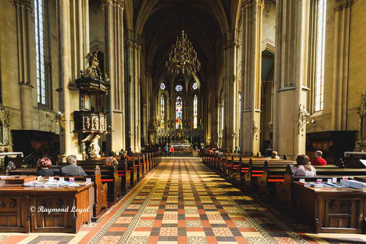 kathedrale zagreb mittelschiff