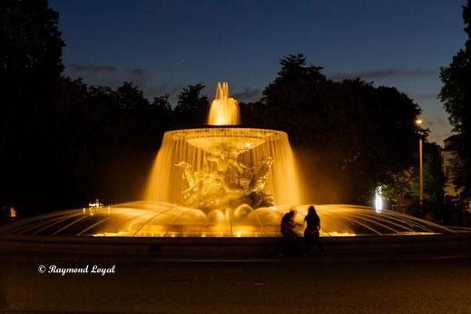 albertbrunnen dresden nacht