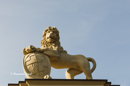 nordkirchen palace lions gate coat of arms