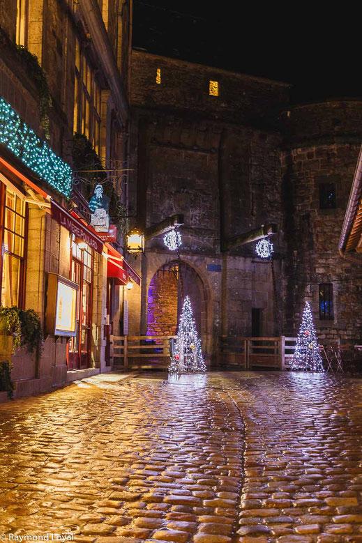 mont saint-michel cobblestone street illumination