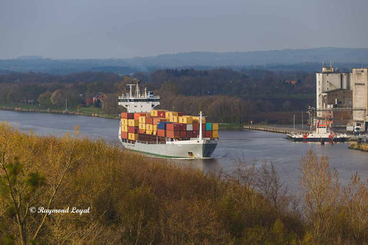 kiel canal container feeder