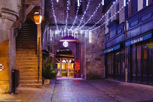 mont saint-michel village christmas illuminations
