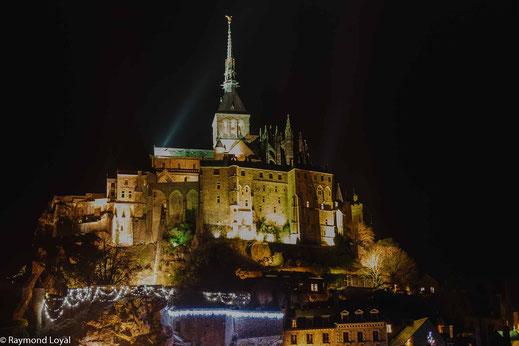 mont saint-michel night image