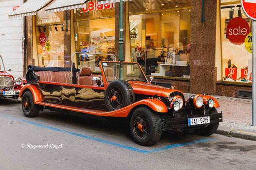 prague old town sightseeing car