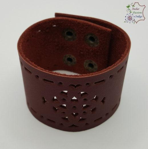 Création artisanale atelier passions indigo bracelet MANDALA cuir bijou colorée