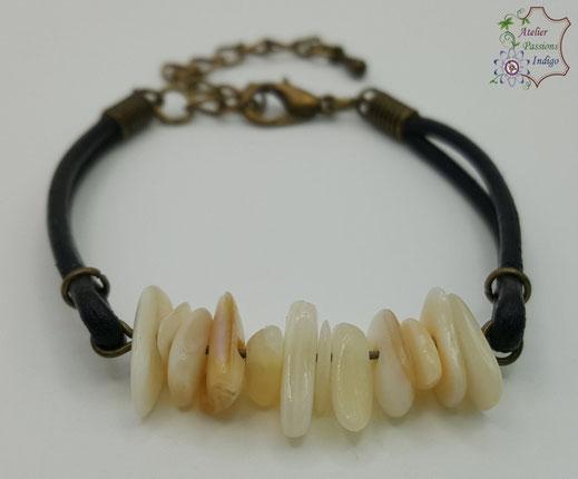 Création artisanale atelier passions indigo bracelet PIERROT Nacre Blanche cuir bijou colorée