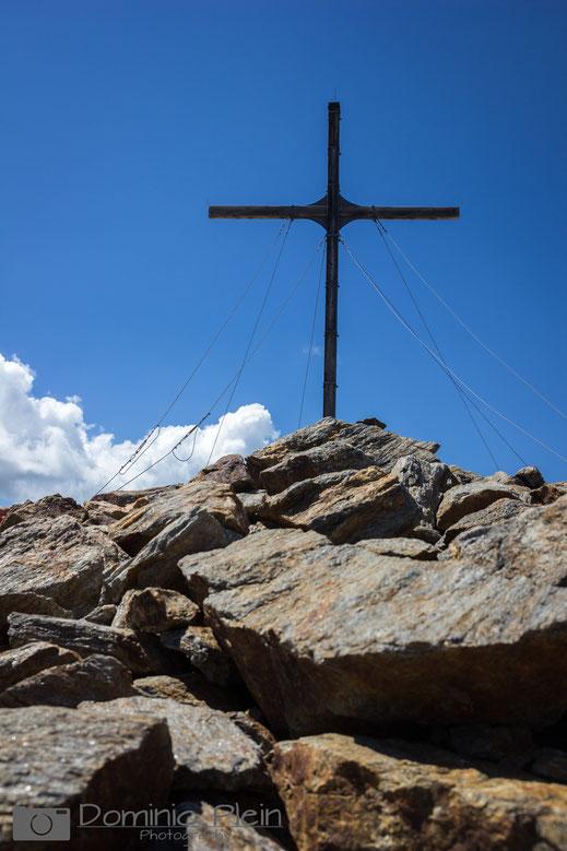 Holz-Gipfelkreuz des Furglers (3004 m über Adria)