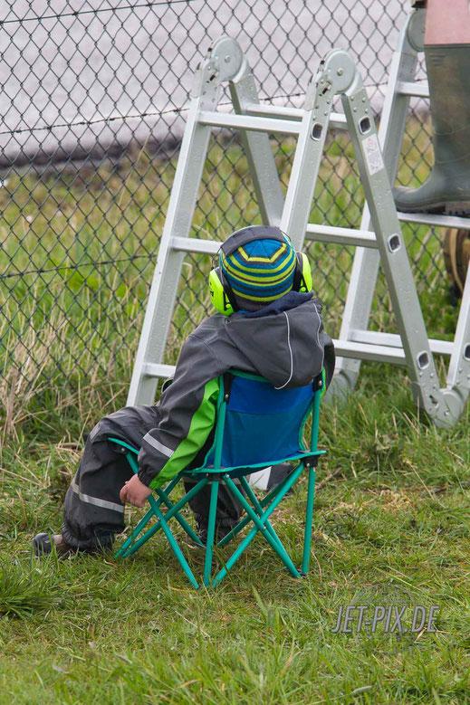 Gehörschutz Leiter und Stuhl