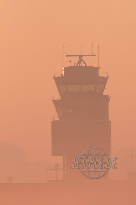Tower vom Flughafen Zürich mit Morgenstimmung perfektes Licht Rümlang Oberglatt Heligrill Ausblick auf das Vorfeld BIZ