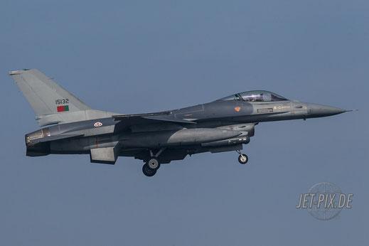 Portugiesische F16 bei der Landung in Leeuwarden