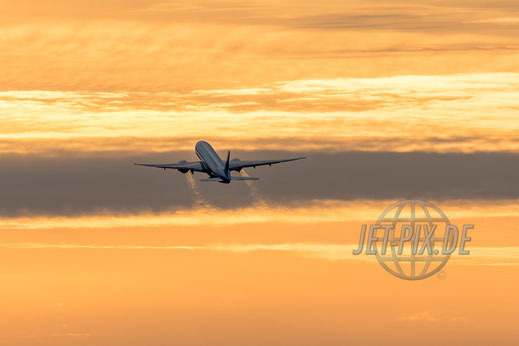 Start einer Boeing 777 bei 25er Betrieb in Richtung Westen 2017 03 10 EDDF Frankfurt Spotterpunkt Zeppelinheim
