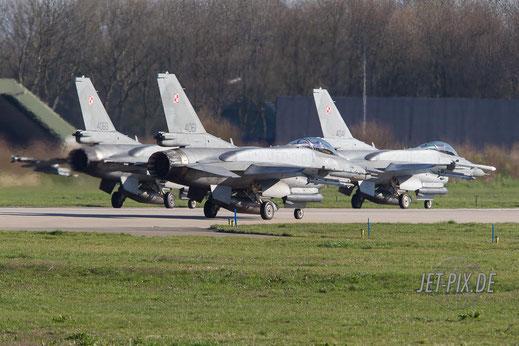 Polnische F16 sind zum Start bereit