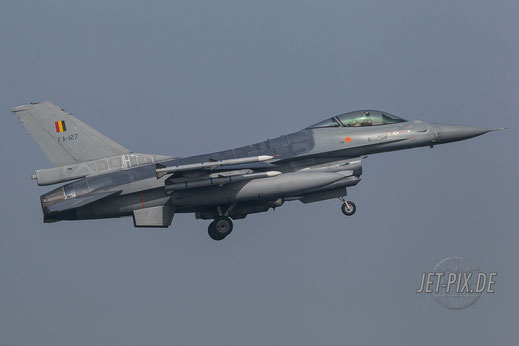 Belgische F16 bei der Landung in Leeuwarden