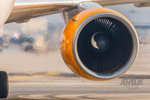 Klare Luft mit Triebwerk von D-ABUD Condor waiting for deice