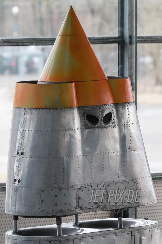 VJ101C-X2 Triebwerksgondel mit bösem Blick