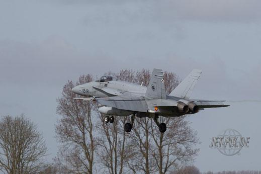 Spanische F 18 im Landeanflug auf Leeuwarden Fliegbasis