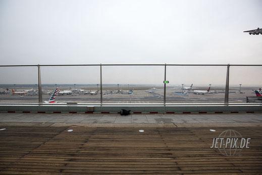 Blick Richtung Flugfeld von der Besucherterrasse