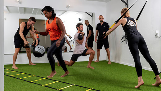 Person wendet HIIT Training an