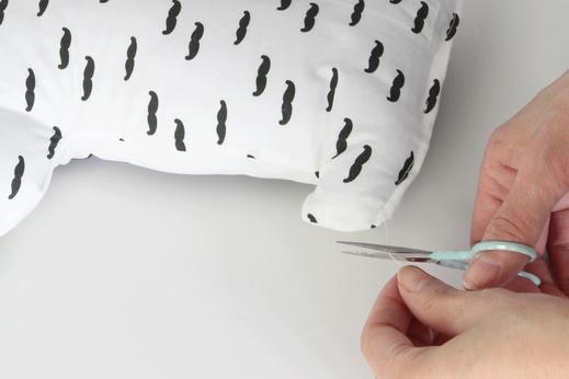 Buchstabenkissen ganz einfach Selbernähen: mit den Nähsets der kleinen Designerei leicht und schnell.