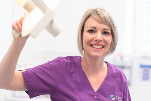 Zahnarzt Helferin in Zahnarztpraxis