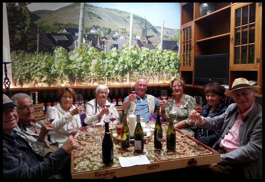 Wir bieten Ihnen unter anderem auch eine Weinprobe an der Ahr in Ahrweiler im Ladenlokal an.