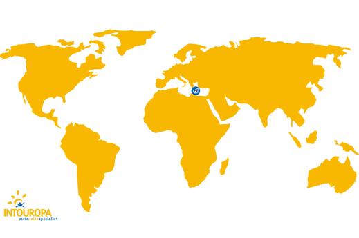 Weltkarte mit Flugzeugsymbol auf Kreta