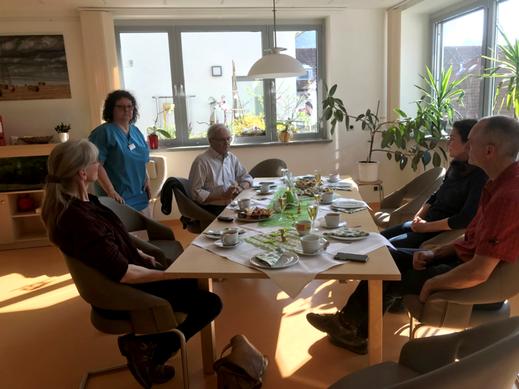 """Auswertung der gelungenen Fotoausstellung im """"Wohnzimmer"""" der Palliativstation"""