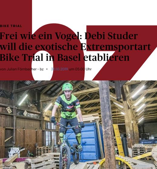 Debi Studer auf ihrem Trial-Bike in der Halle, die sie im St. Johann für sich und ihre Junioren eingerichtet hat.