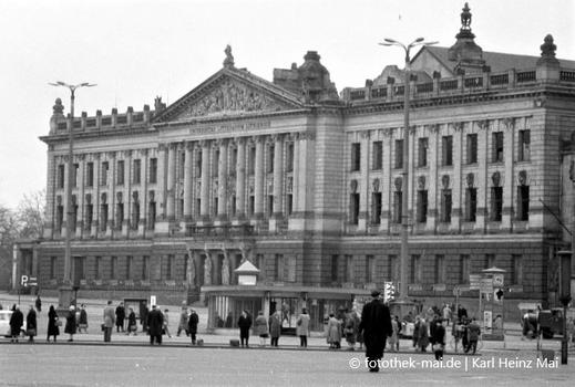 damaliger Karl-Marx-Platz, Farbfoto Universität Leipzig