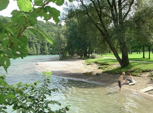 Erfrischung nach dem Radeln: Beim Camping Eichholz gehts ab in die Aare