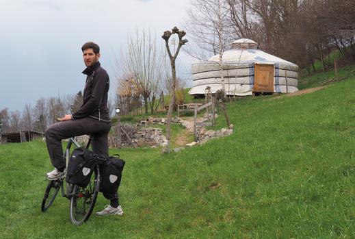 Der Velofahren: Vorstandsmitglied Jürg fuhr von der Mongolei in die Schweiz, jetzt fährt er mit Ihnen auf der Jurtenfahrt quer durch die Schweiz.