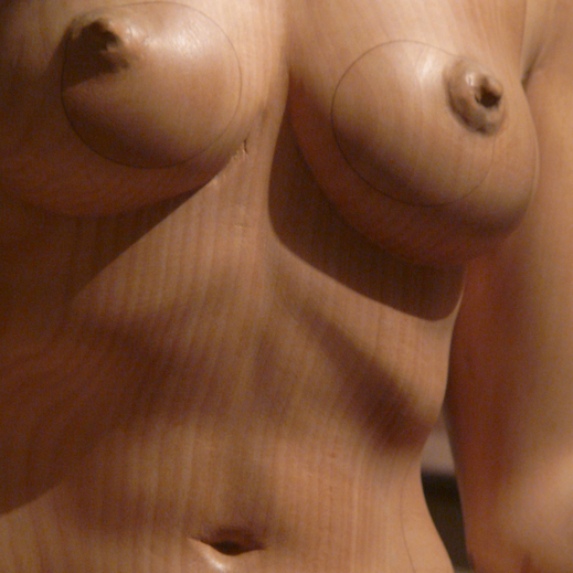 Légende : « Lilith » tilleul, 1.20 m. Sculpture Alain Bruneau.