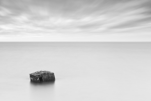 Ahrenshoop, Minimalismus, Holger Nimtz, Fotografie, minimalism, seascape, Baltic Sea, black and white, b&w, black, white, photography, wallart, silence, calm, loneliness, Langzeitbelichtung, longexposure, still, fineart, coast,