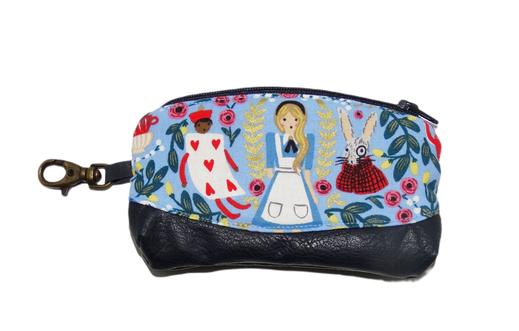 porte-monnaie femme mousqueton bronze porte-clés mini trousse Alice au pays des merveilles
