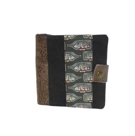 Portefeuille  homme original , faux cuir vieilli taupe ,toile grise,  tissu Liberty avec voiliers, 8  porte-cartes , 3 volets porte-monnaie