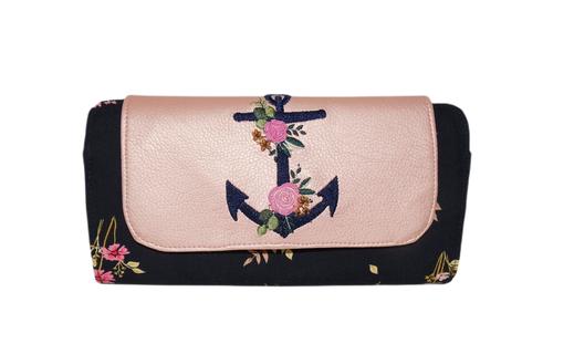 Grand portefeuille plat pour femme broderie encre faux cuir rose nacré tissu fleuri noir
