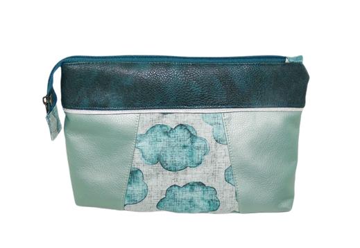 grande trousse de toilette faux cuir bleu pétrole, similicuir vert  , tissu gris avec nuages, pochette à maquillage