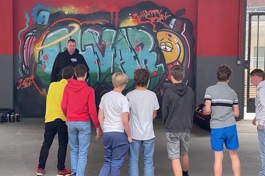 Graffiti zeichnen lernen im Workshop als Geschenk für Teenager teenager geburtstag partyideen 13-jähriger erlebnisgutschein geschenkideen 14-jährige kindergeburtstag feiern Berlin Duisburg Essen Dortmund Hamburg München Köln Mannheim Weimar Heidelberg