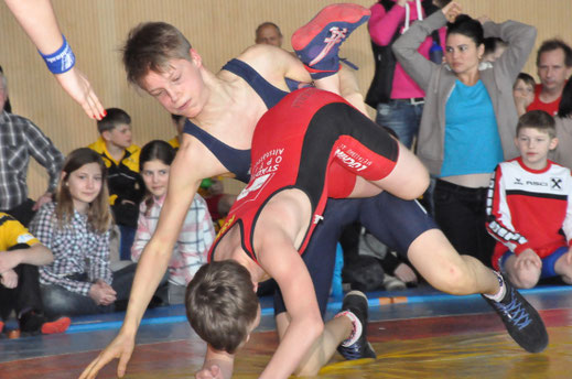Timon Haslwanter (blau) gewann die Goldmedaille