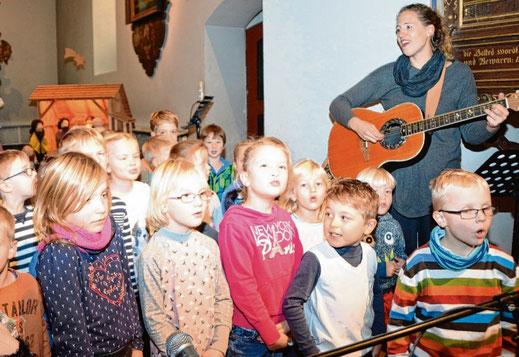 """Der Kindergartenchor """"Liederracker"""" trägt zum musikalischen Rahmenprogramm bei."""