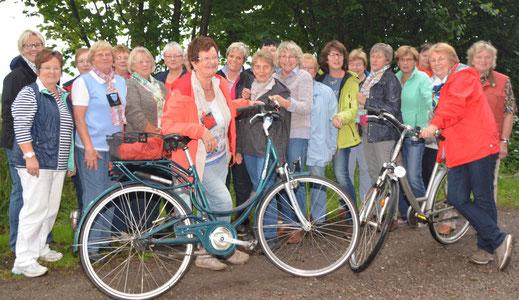 Trotz Regens hatten die Teilnehmerinnen der Fahrradtour Spaß.
