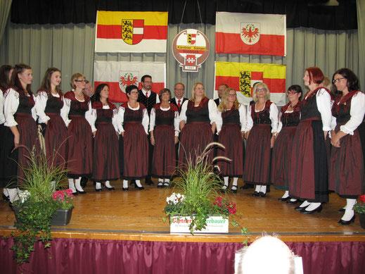 Chorgemeinschaft Wieting unter der Leitung von Chorleiterin Hildegard Krenn